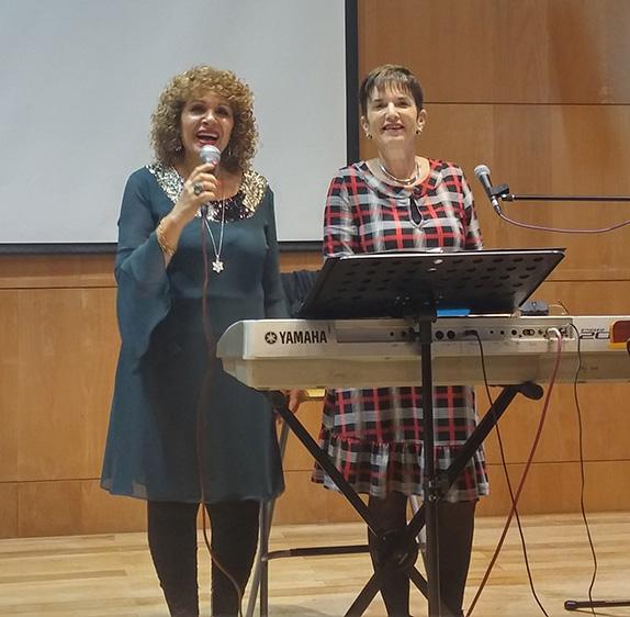 אופירה גלוסקה בליווי נאוה בערב שירי מרדכי זעירא