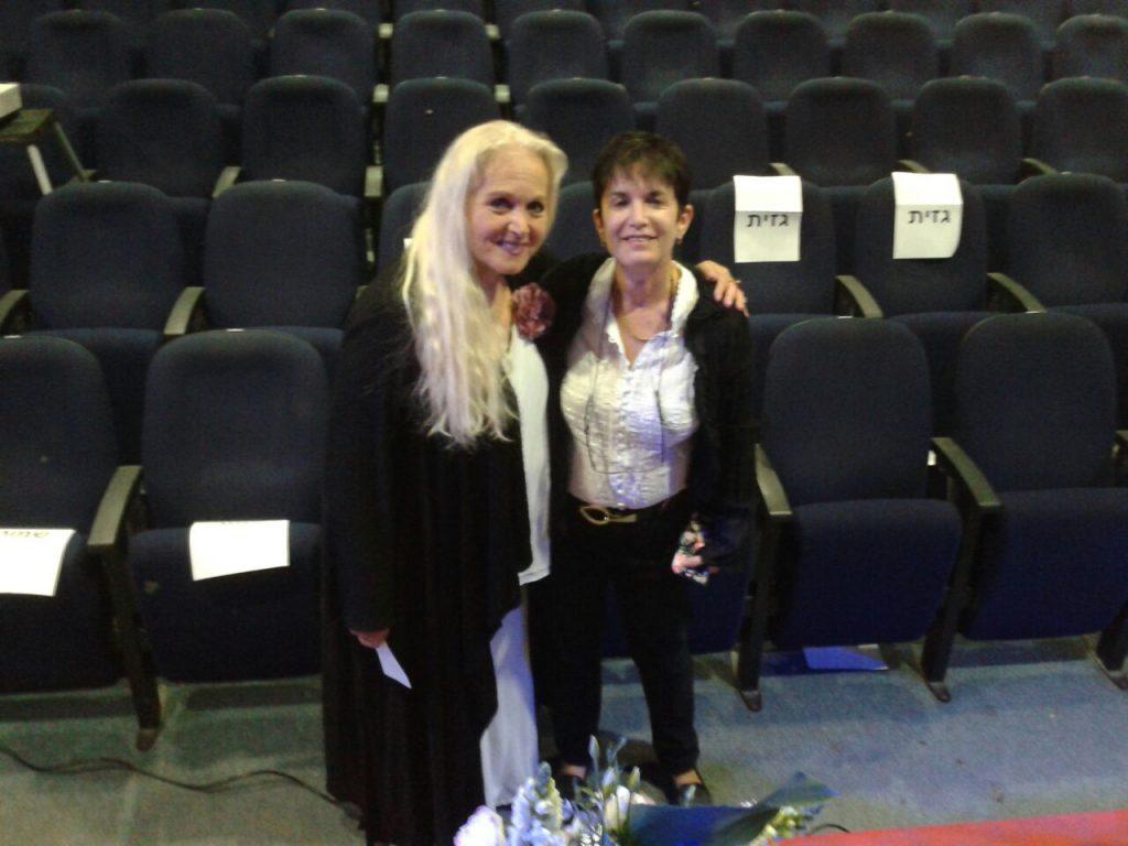עם מירי אלוני בסיום ערב שירי יום הזיכרון